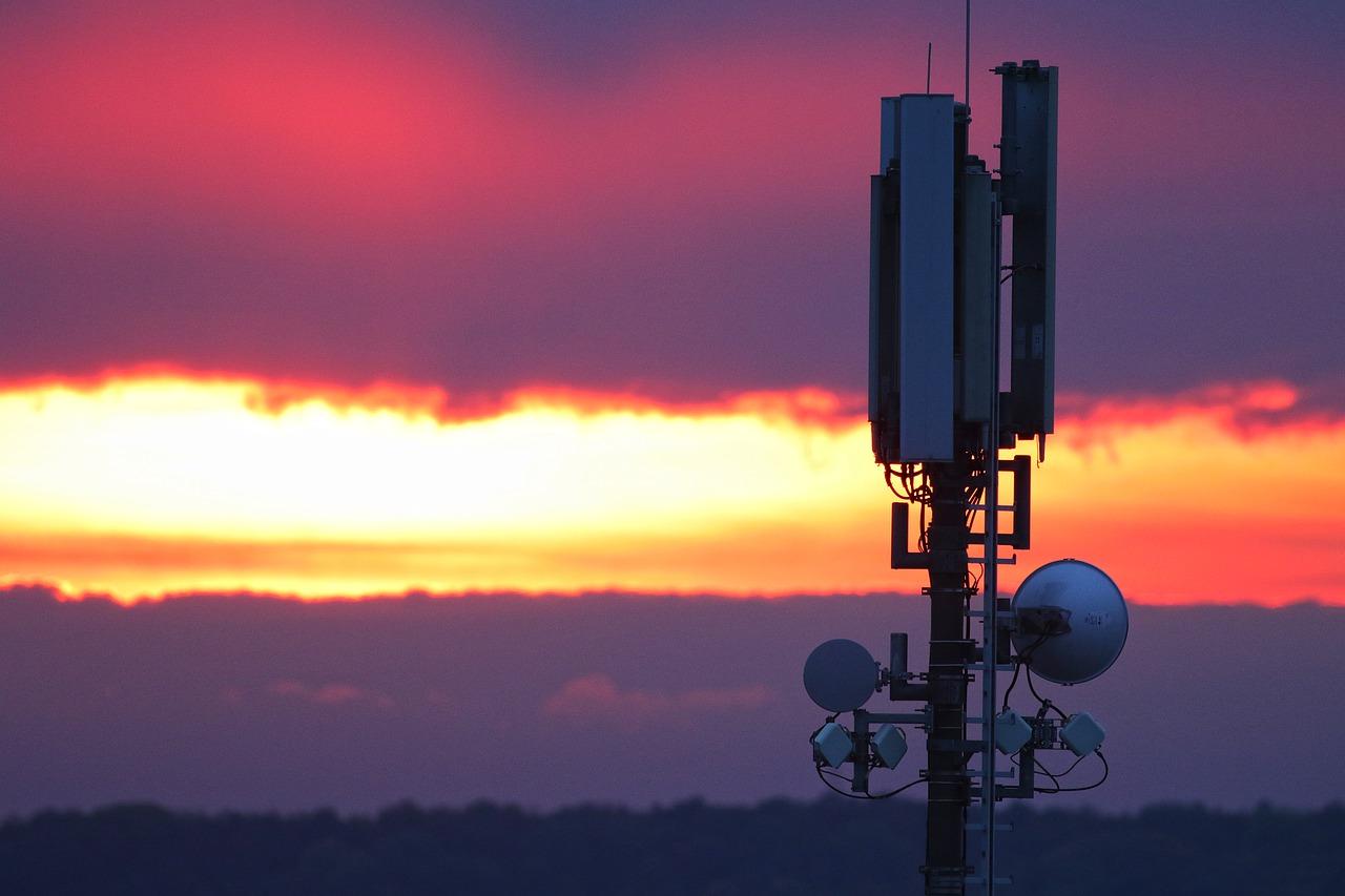 Pola elektromagnetyczne – normy polskie i międzynarodowe