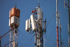 Dopuszczalne poziomy pól elektromagnetycznych idą w górę