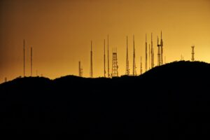 Ocena środowiskowej dokumentacji stacji bazowej telefonii komórkowej to także rola Starosty