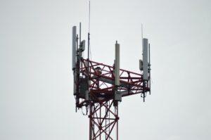 Uwarunkowania prawne ochrony przed polami elektromagnetycznymi